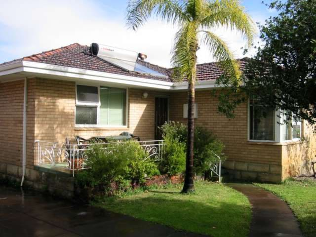 Whole 3 bed home close to Perth airport