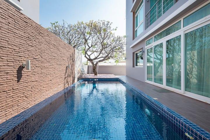 O2 Luxury Pool Villa @ Heart of Hua Hin