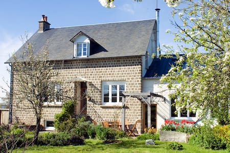 Double room at La Neslière B&B, organic meals - Saint-Symphorien-des-Monts