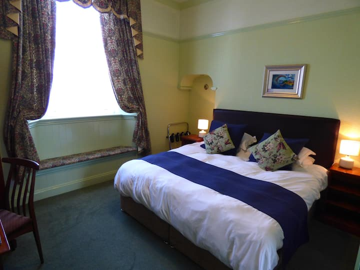 Super King Room 4 at The Southcliff
