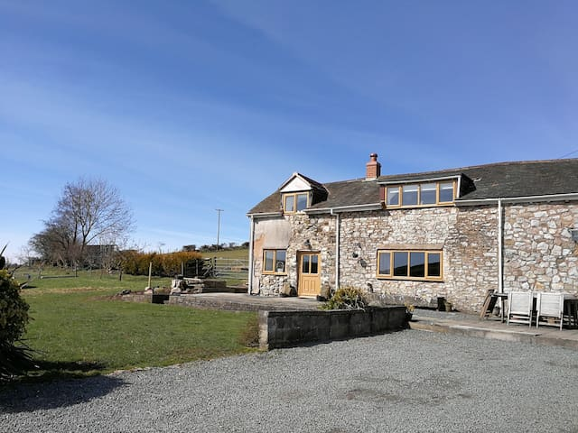 NANT-ISA, pet friendly, with open fire in Stiperstones, Ref 957671