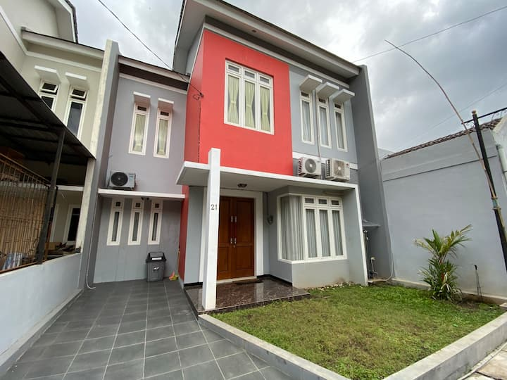 Graha Safira 21 3BR Near Great Mosque