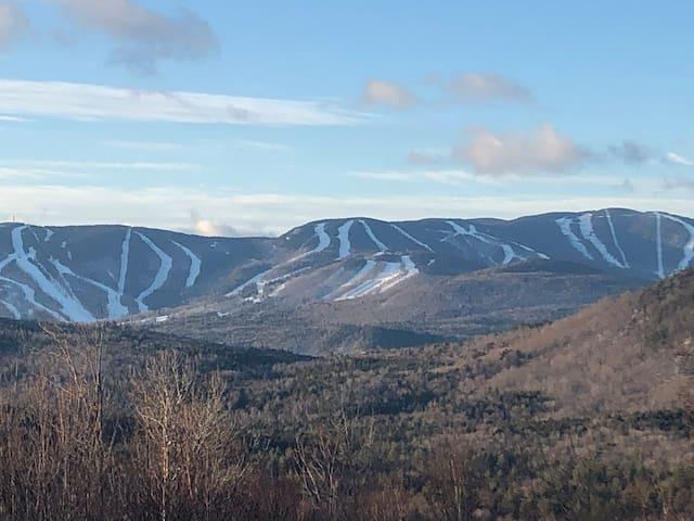 SKI! 1-BR Mountain Apt-Sunday River Views & Skiing