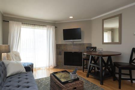 Charming, updated condo - Austin - Condominium