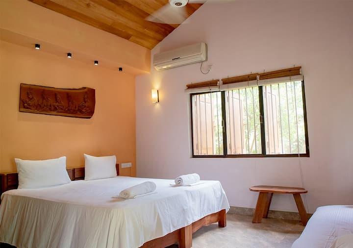 Luxury Chalet (OLU) @ Villa Shade Negombo