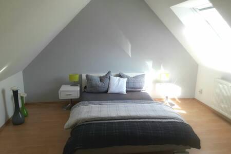 Helle, moderne, ruhige Wohnung.