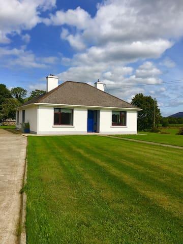 House available Killarney 20 minutes, Wi-Fi & BBQ