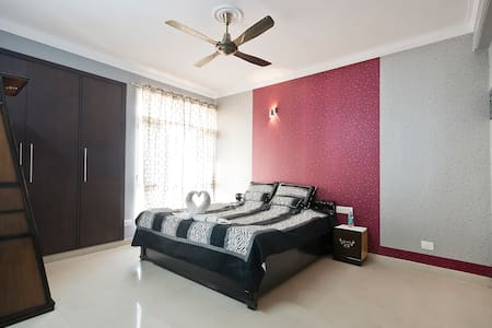 Deluxe Luxury bedroom - Greater Noida