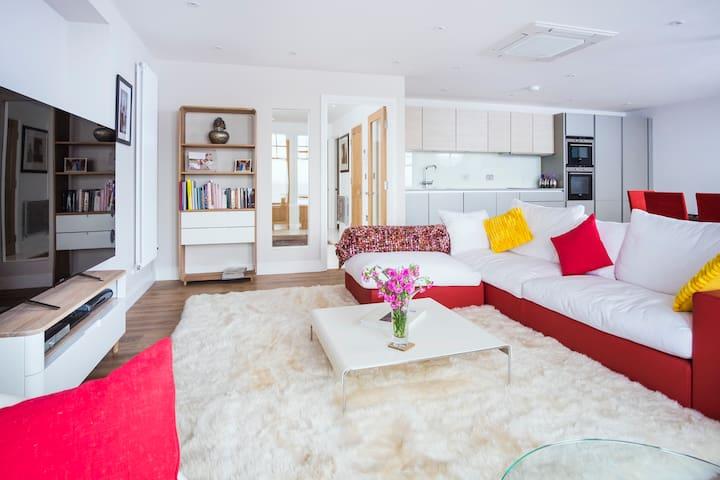 Spacious Penarth, Cardiff Apartment - Sea View