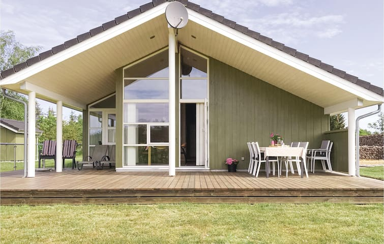 Holiday cottage with 4 bedrooms on 100m² in Grenaa