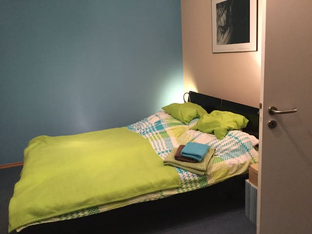 Gästezimmer mit Doppelbett - Taufkirchen