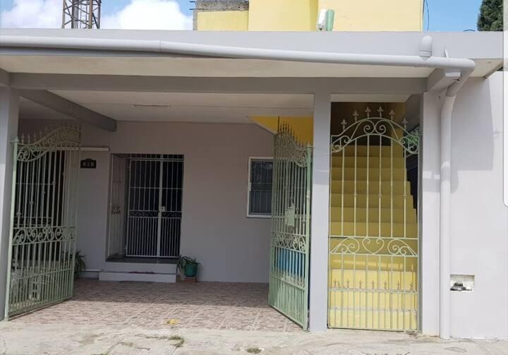 Casa por IEST Anáhuac tampico -  Col. Miramar.