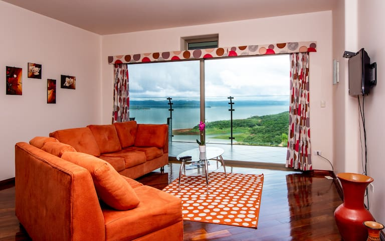 LAKE ARENAL VIEWS NEW CONDO 1B/1 B FULL KITCHEN