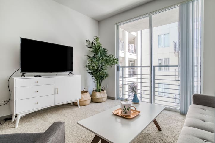 Charming 2BR Apartment in Oakland