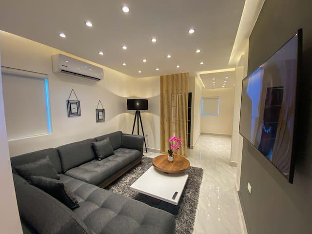 Luxury Boutique 3BR Apartment   Pool & Jacuzzi (B)