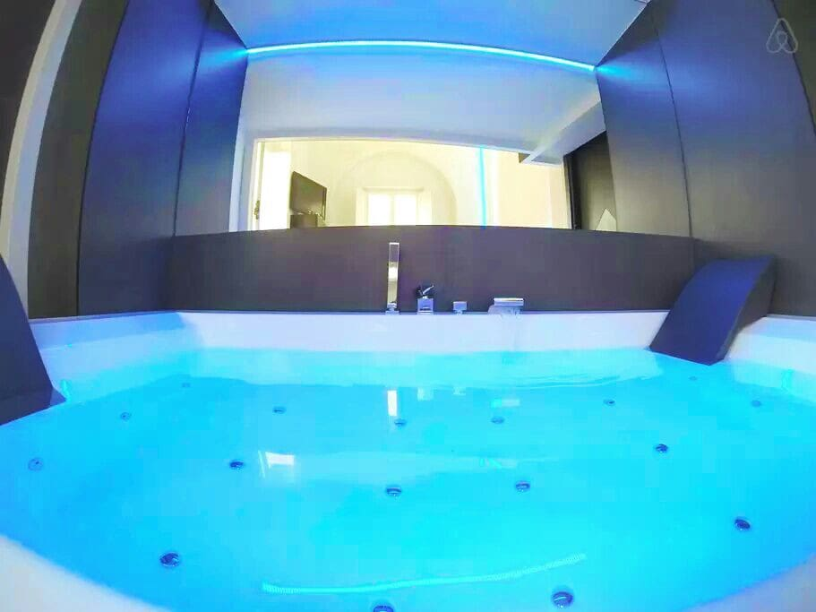 Mini-pool Jacuzzi for two people with Airpool hydro-therapy massage