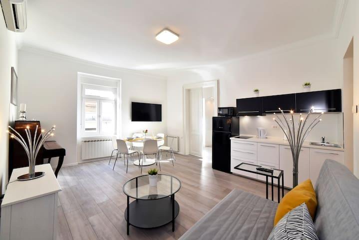 AGAPE Superior Apartment near Main Square ✪ NEW ✪