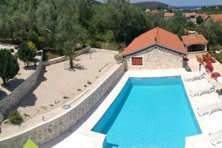 Apartment on ISLAND UGLJAN - 15min from Zadar