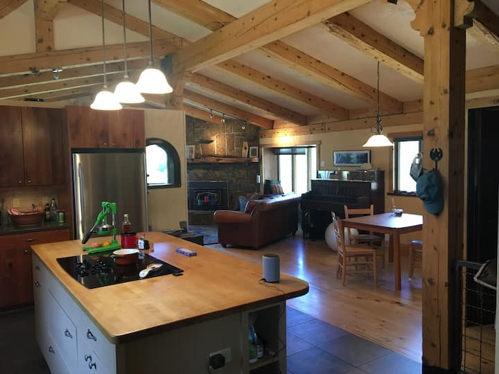 Mountain Suite adjoins National Forest hiking!