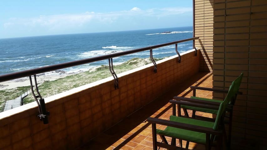 Wonderfull first line at the beach  - Vila Chã - Apartamento