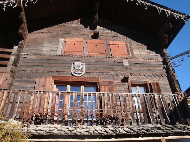 Maison typique, 6 lits, Alpes Valaisannes - Vercorin - Serviced apartment