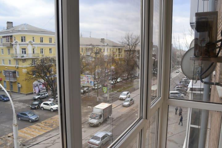 Вид с балкона на проспект