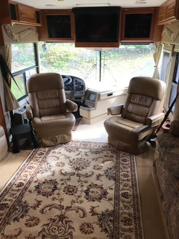 Spacious 40ft  MotorHome for non smokers!