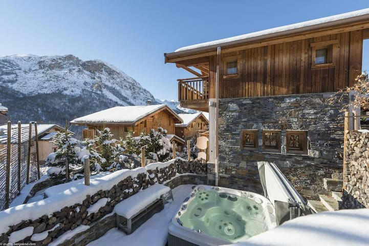 Chalet with private jacuzzi in the 3 Valley's heart