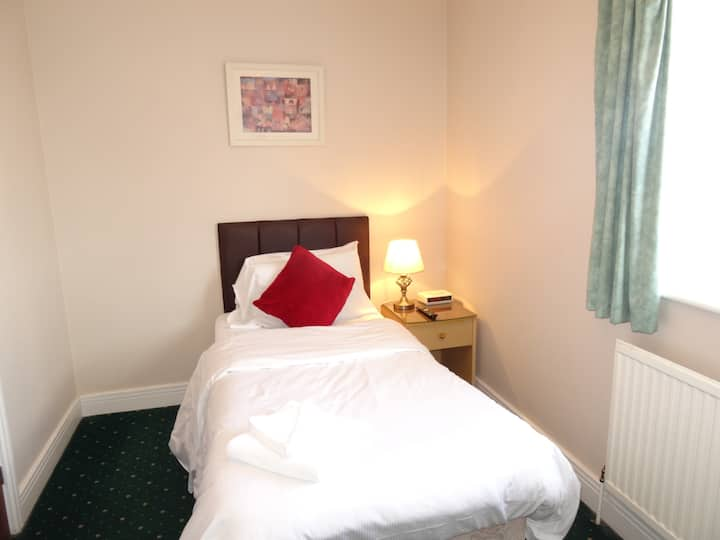 Aj Lodge, Single Room with Shared Bathroom