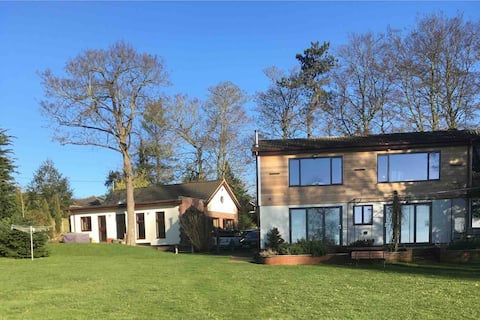 Oulton Broad waterside, self contained annexe.