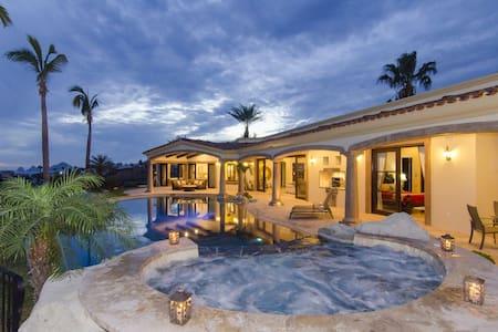Gorgeous ocean views w/ private heated pool & Jacuzzi near beach ⭐️⭐️⭐️⭐️⭐️