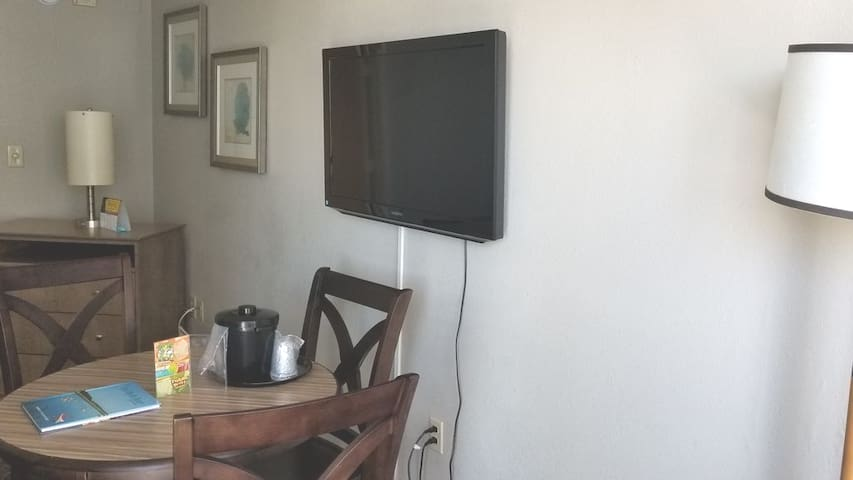 Flat screen TV in living Room/dining Room   With free cable and Wi-Fi