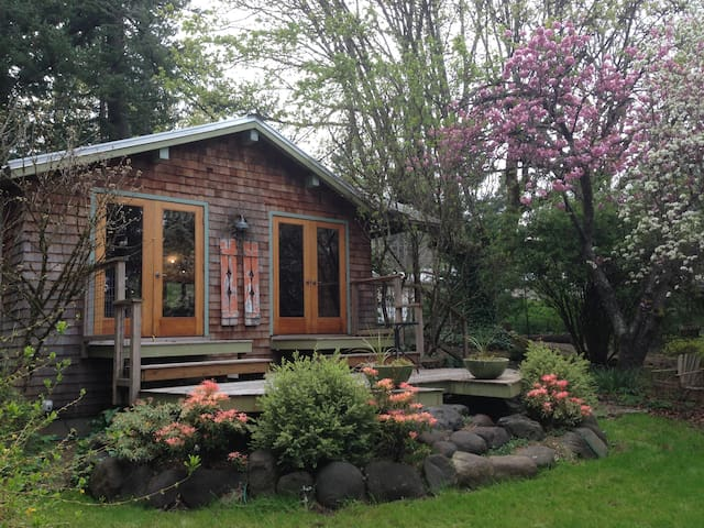 Relaxing Garden Cottage in Columbia River Gorge - Stevenson - Дом
