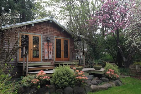 Relaxing Garden Cottage in Columbia River Gorge - Stevenson - Huis