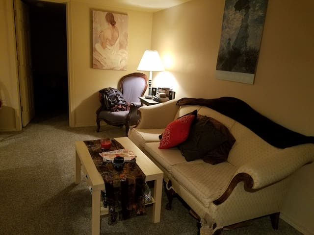 Cozy Bedroom in Basement Apartment - Tacoma - Byt