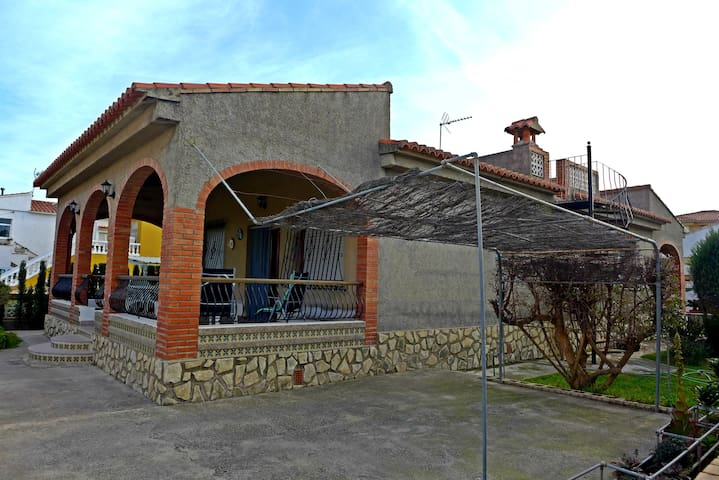 To rent Chalet in Oliva Ref: CH315
