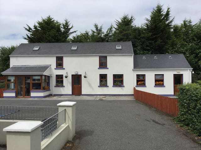Self Catering in Centre of Dromahair Village