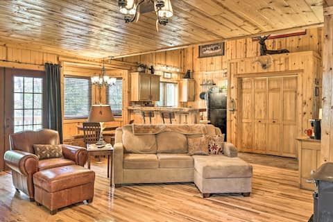Cabin on Table Rock Lake w/ Hot Tub & Fire Pit!