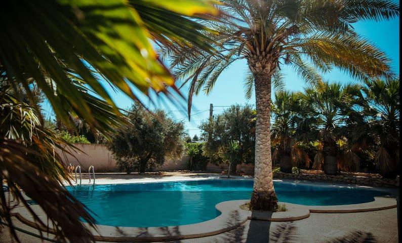 Relax in villa+pool+private bathroom! DOGFRIENDLY