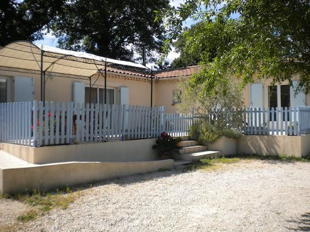"""Villa,""""bouquet de soleil"""" vignoble,colline,piscine - Saint-Geniès-de-Comolas"""