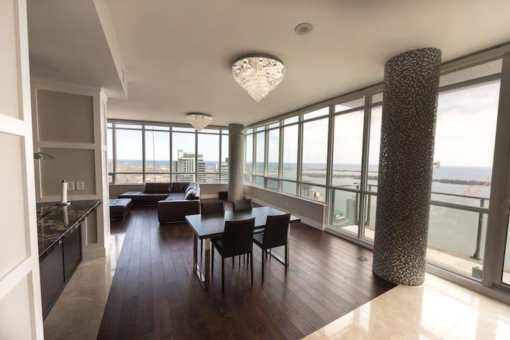 Top Floor Penthouse - 2 BR + 2 BATH - MTCC, JAYS