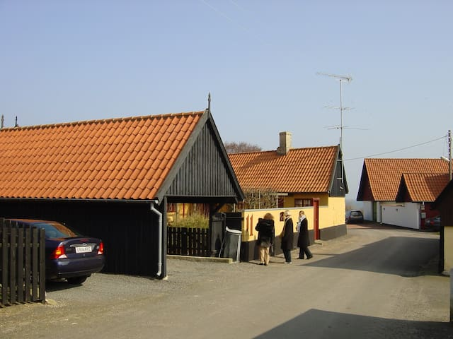 Separat gæsteafdeling med stue og 2 soveværelser
