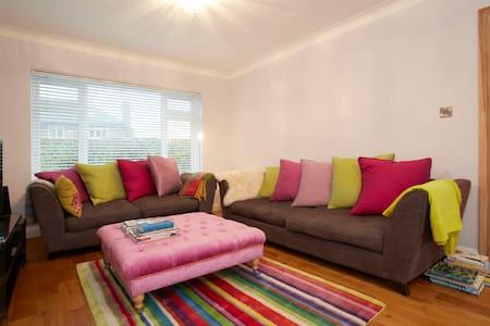 A very comfortable double bedroom - Harrogate