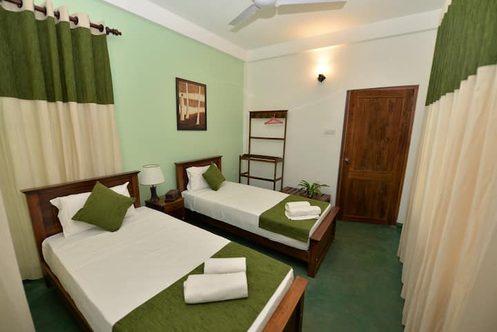 Kandyan Rest twin bed room
