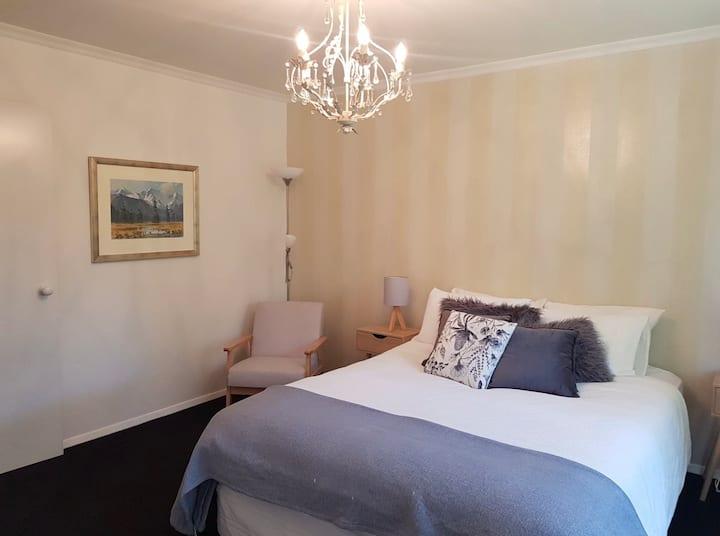Private - Bedroom|Bathroom|Lounge|Breakfast