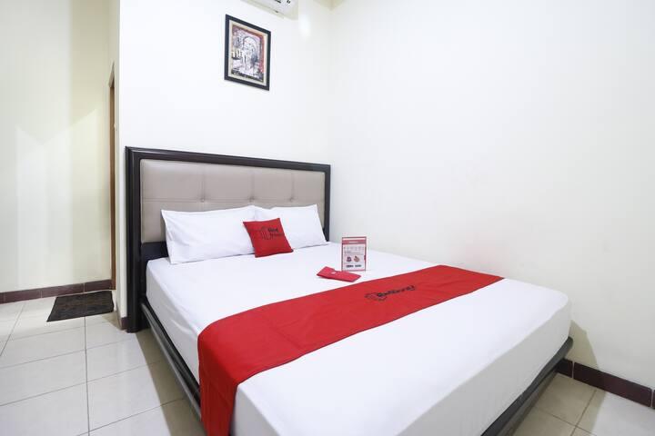 RedDoorz Plus near Universitas Indonesia