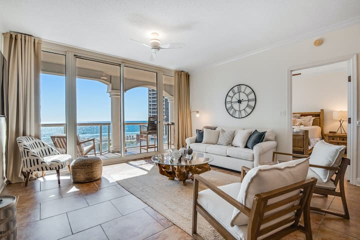 Direct ocean views on 9th floor with brand new furnishings, WiFi, AC!