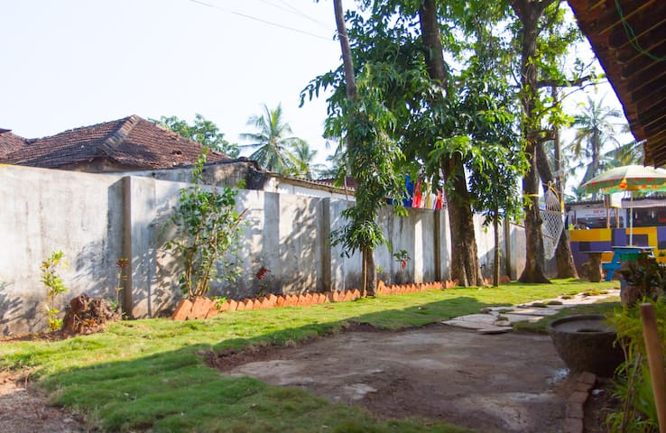 Cozy 1bhk house very near the beach - vagator - Rumah