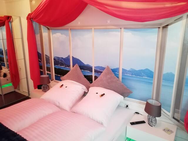 Dein gemütliches Doppelbett mit 1.80m Breite wartet auf Dich