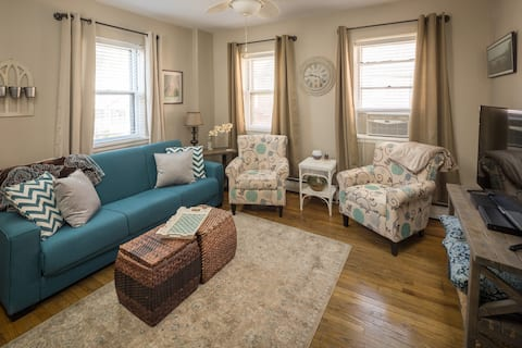 Farmhouse Style Apt, Steps from Main St, Parking!